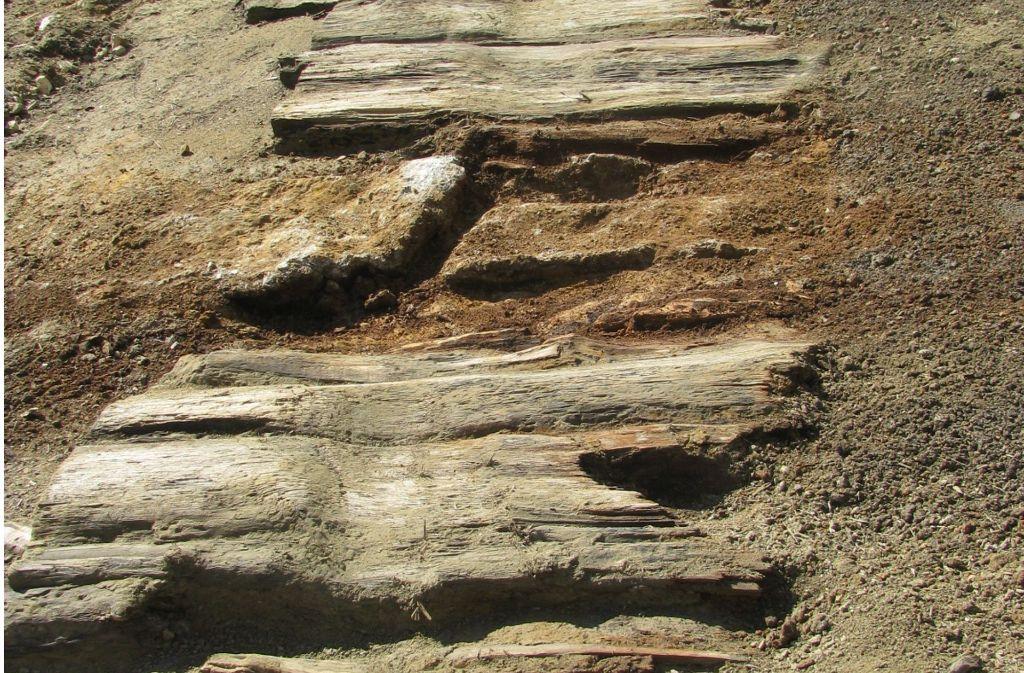 In den Bohlen sind gut die alten Spurrillen zu erkennen. Foto: Buggle