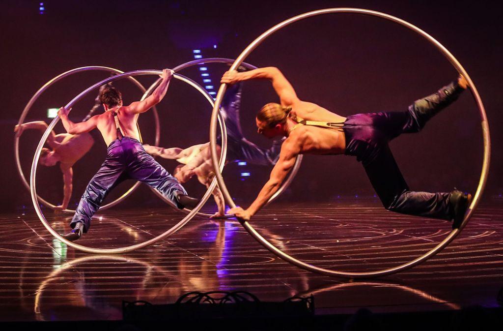 """Die Revue """"Corteo"""" bietet viele moderne Varianten klassischer Artistennummern. Foto: Lichtgut/Christoph Schmidt"""