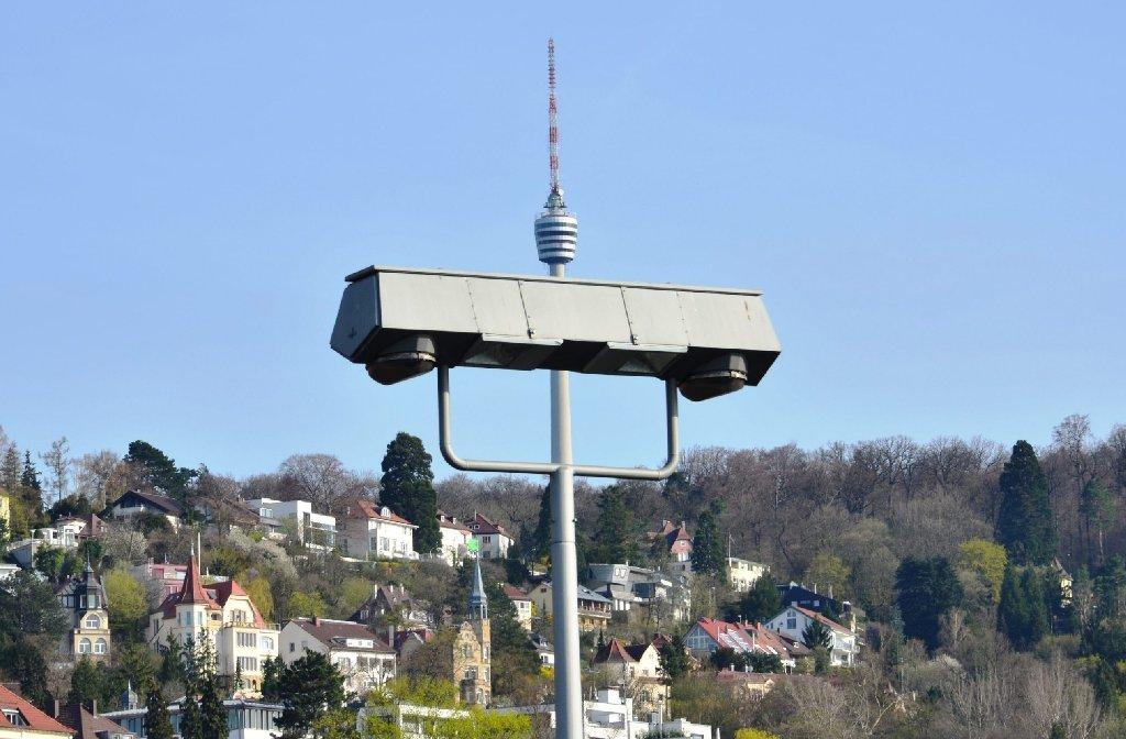 Kuriose Perspektive: Das Bild aus 2013 zeigt den Fernsehturm und eine Straßenbeleuchtung von der Hauptstätter Straße. Foto: Leserfotograf hobbyfotograf