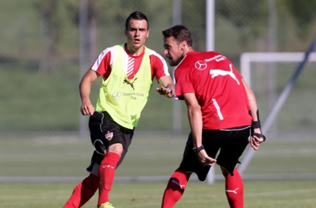 Filip Kostic (links), Christian Gentner (rechts) und Robbie Kruse trainieren seit Dienstag wieder mit dem Ball. Foto: Pressefoto Baumann