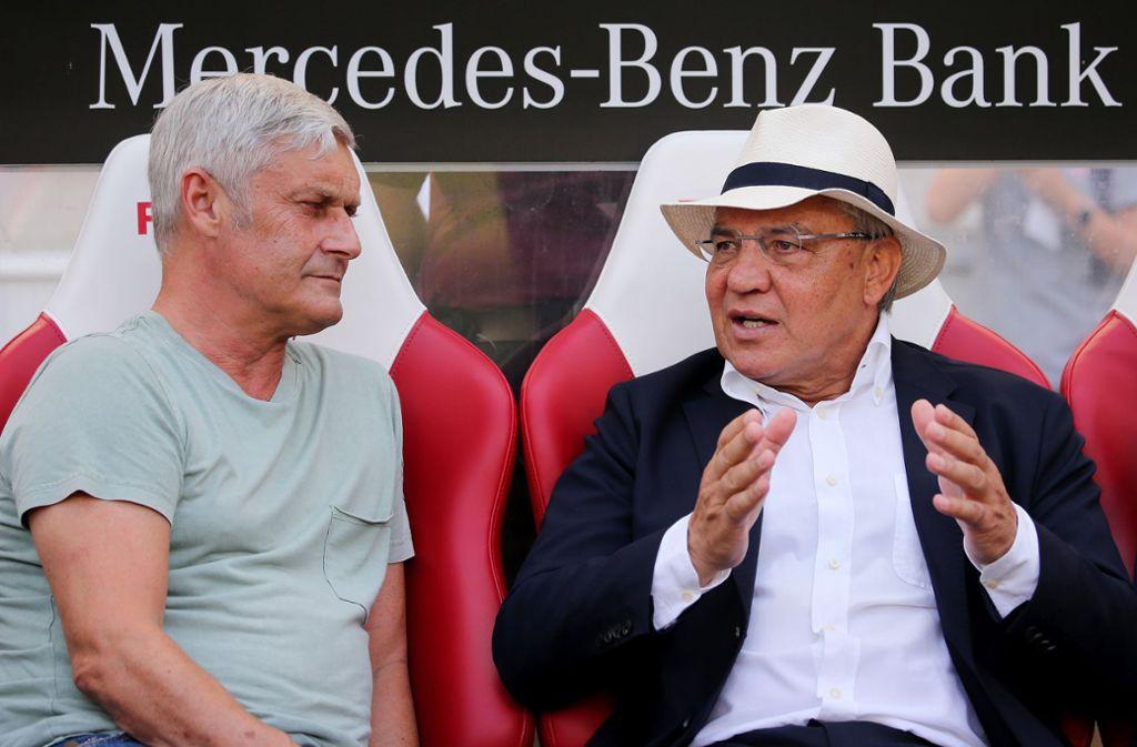 Ehemalige VfB-Trainer unter sich: Armin Veh und Felix Magath (von links). Foto: Pressefoto Baumann