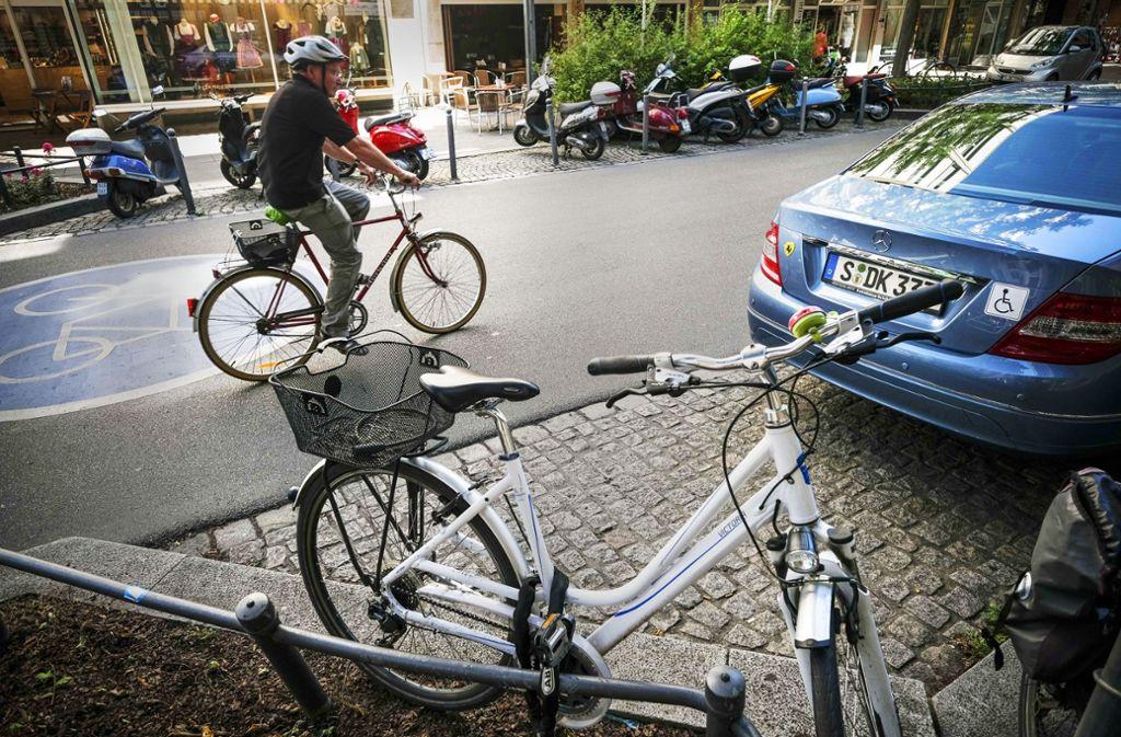 Fahrradstraßen wie hier die Eberhardstraße hätte die Verkehrsplanerin Éva Ádám gerne mehr in Stuttgart. Foto: Lichtgut/Leif Piechowski