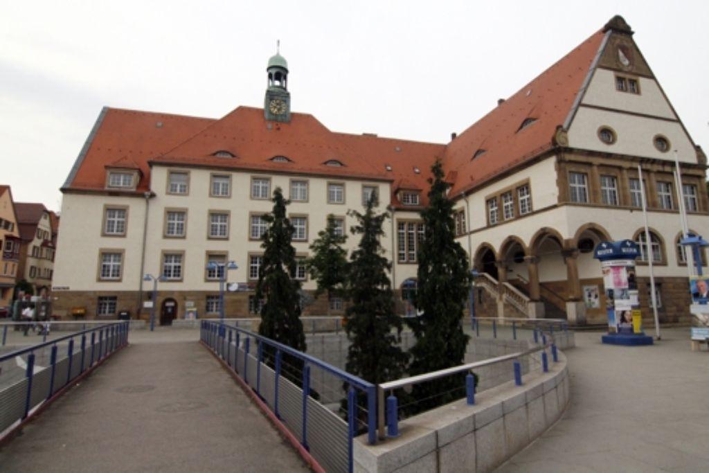 Eine Tafel soll in Zukunft auf die Geschichte des Rathauses hinweisen. Foto: Georg Friedel