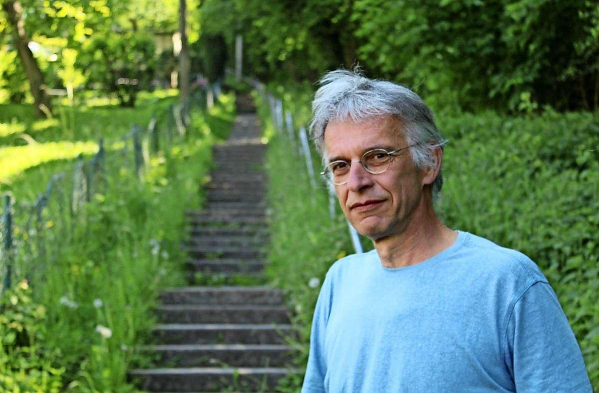 Immer wieder beobachtet Ulrich Nanz an der Treppenanlage brenzlige Situationen zwischen Radfahrern und Fußgängern. Foto: Tilman Baur