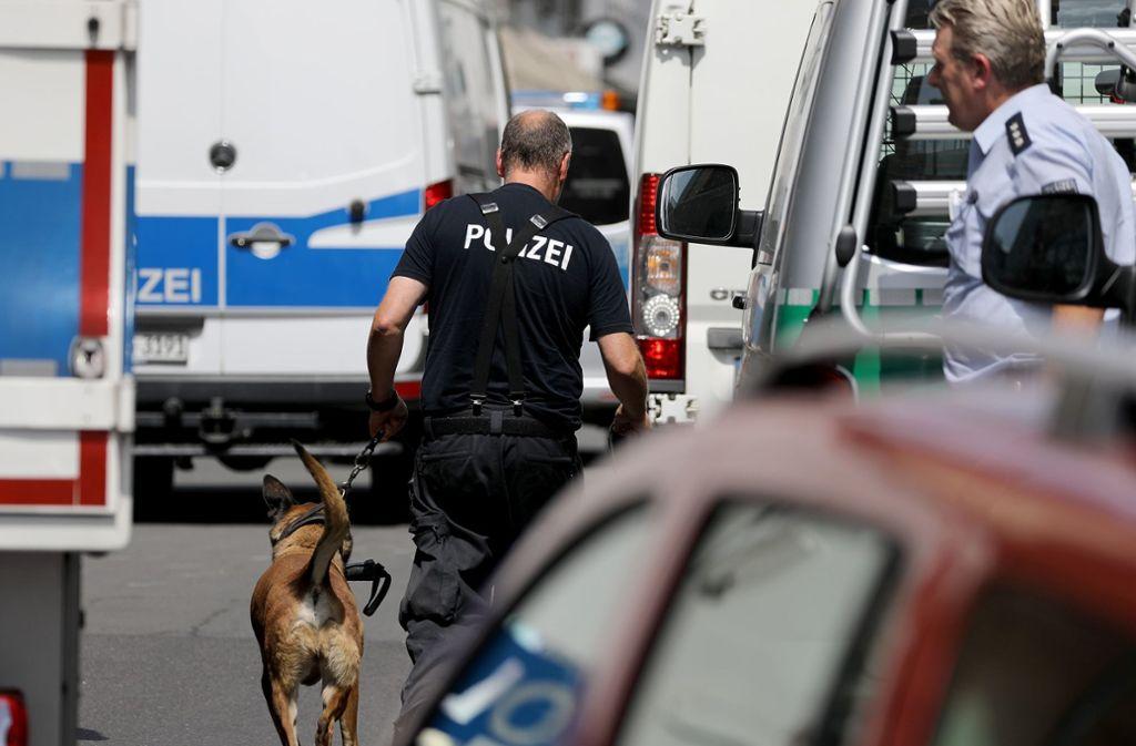 Die Polizei durchsuchte bei Razzien Wohnungen in Köln und Düren. Foto: dpa