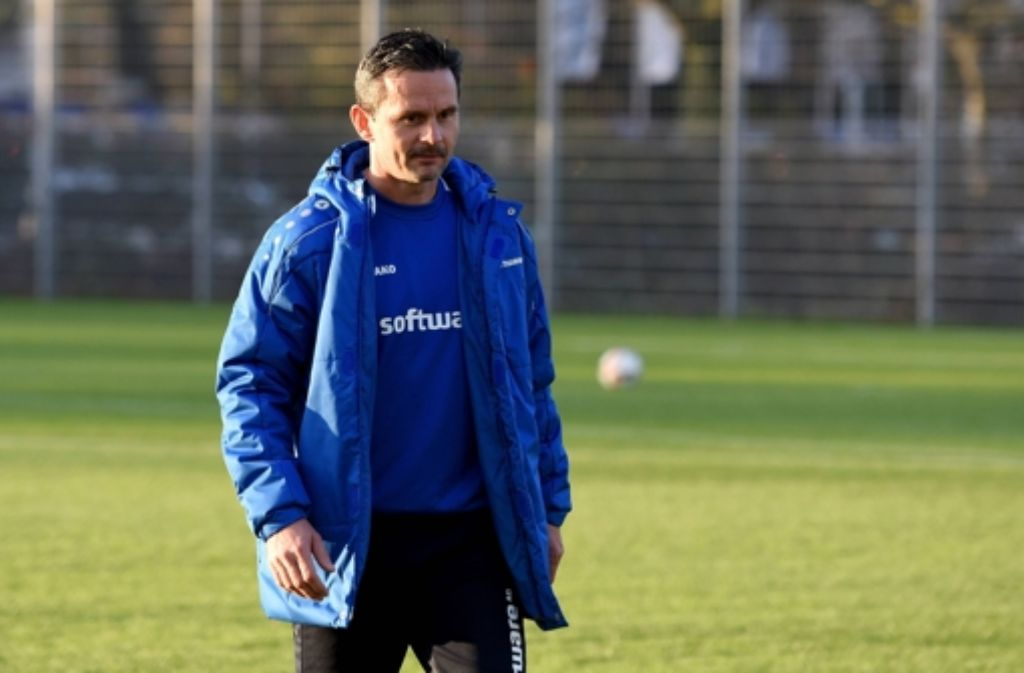 Der Darmstädter Trainer Dirk Schuster steht beim VfB auf der Liste. Foto: dpa