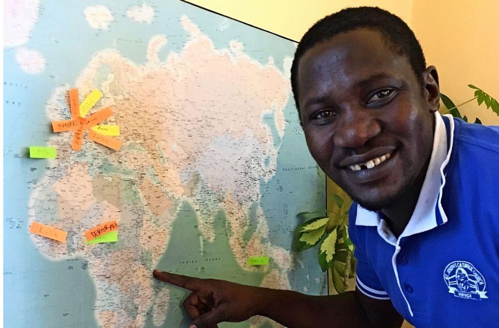 Francis Kidaaga kommt aus Zentraluganda. Der gläubige Katholik hilft vor allem im katholischen Pallotti-Kindergarten in Birkach – und lernt viel dabei. Foto: Felizitas Eglof