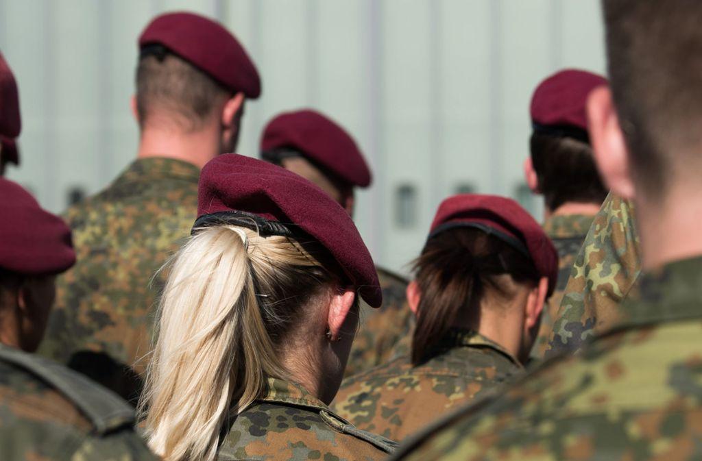 """Die Bundeswehr ist auf der Suche nach Handwerkern und wirbt mit dem Slogan """"Gas, Wasser, Schießen"""". Foto: dpa"""