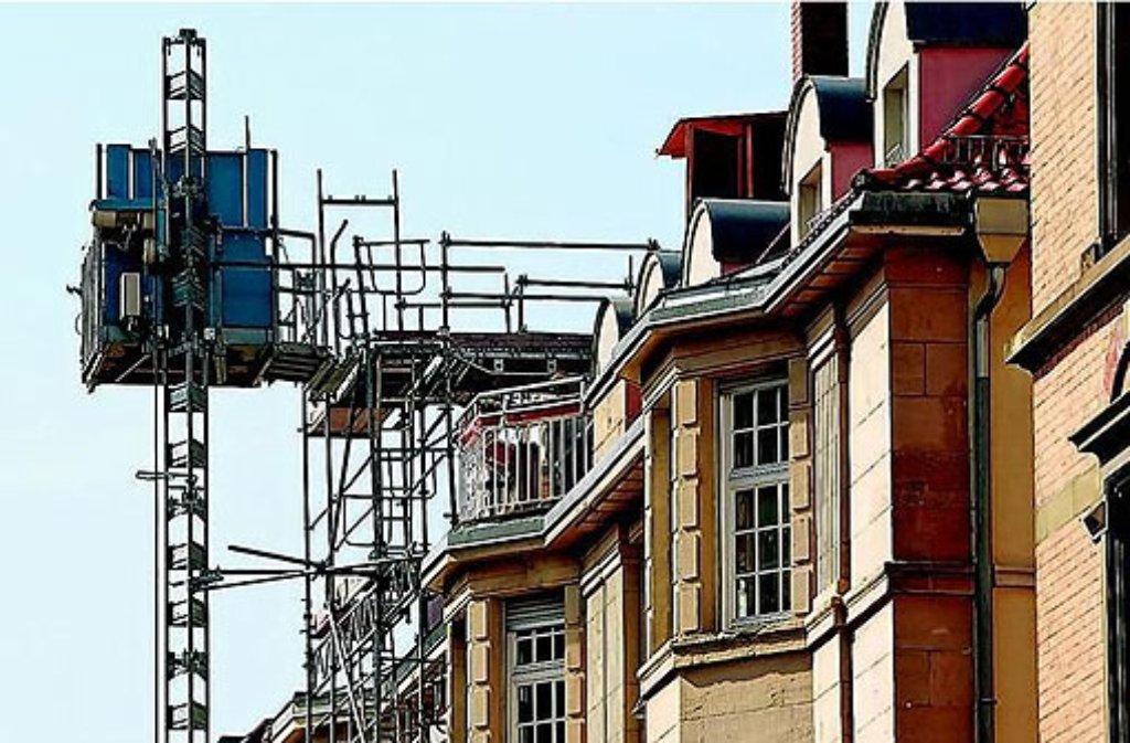"""Ohne energetische Sanierung können Objekte im Bestand nur noch mit massiven Preisabschlägen verkauft werden, besagt der """"Marktmonitor Immobilien 2011"""" der Hochschule für Wirtschaft und Umwelt Nürtingen-Geislingen. Foto: Mierendorf"""