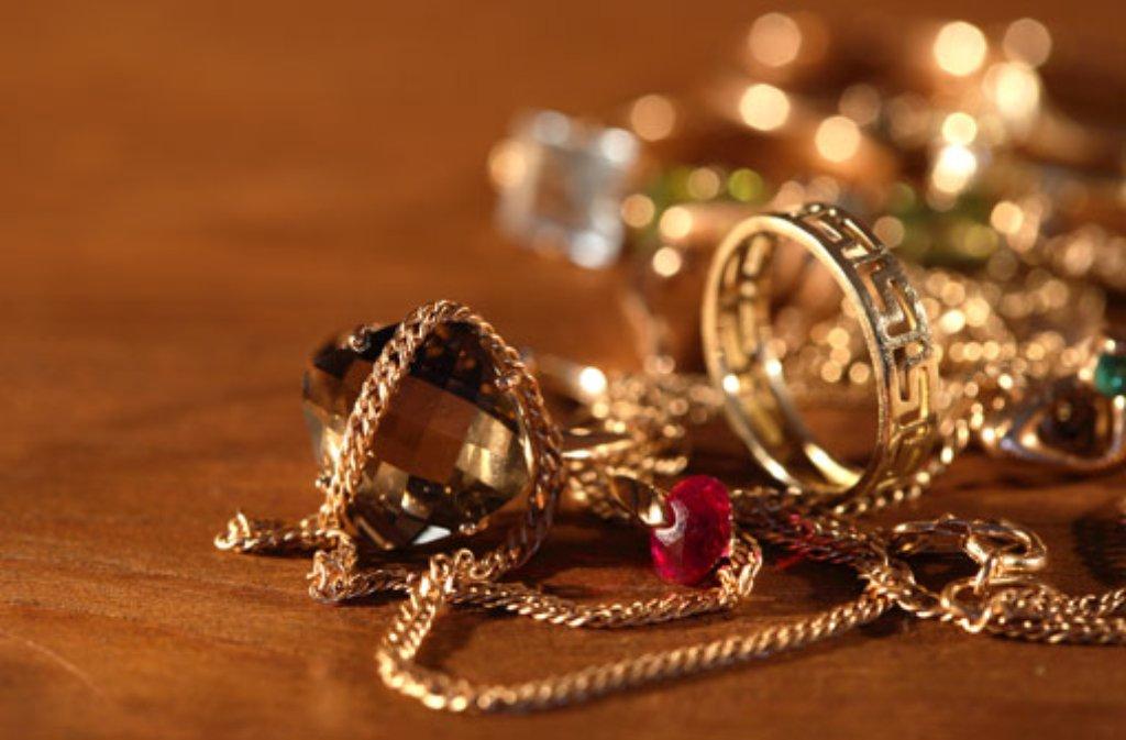 Eine kompakte Goldkette hat ein unbekannter Mann aus einem Juweliergeschäft in Sindelfingen gestohlen. (Symbolbild) Foto: Cosma/Shutterstock