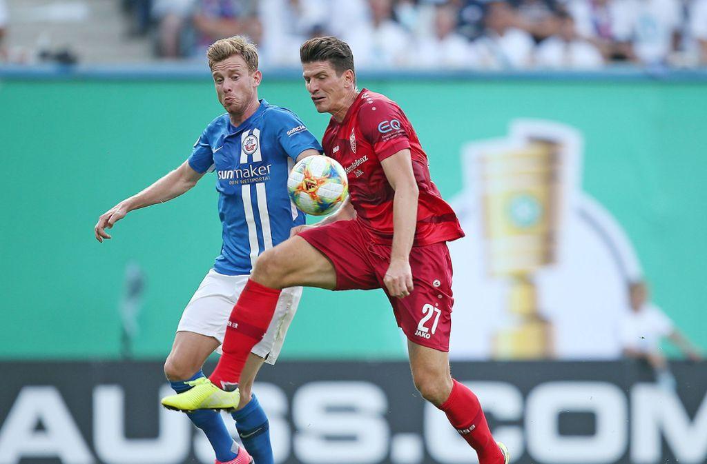 Machte kein gutes Spiel gegen Rostock: VfB-Stürmer Mario Gomez. Foto: Pressefoto Baumann