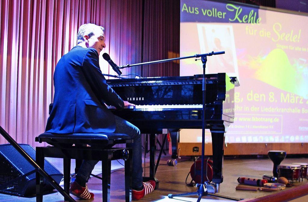 Patrick Bopp brachte die Gäste in der Liederkranzhalle in Stimmung. Foto: Susanne Müller-Baji