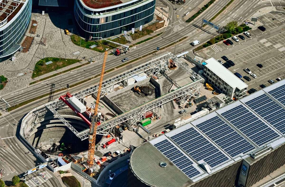 Am Flughafen wird beim Busterminal der S-21-Bahnhof gebaut. In ihn sollen nun auch Züge der Gäubahn einfahren. Foto: DB AG/Arnim Kilgus