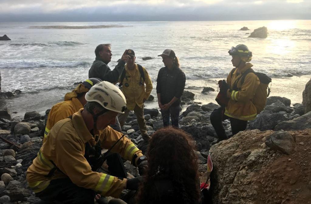 Die Frau überlebte, weil sie Wasser aus einem Bach in der Nähe trank. Rettungskräfte brachten sie ins Krankenhaus. Foto: Monterey County, Calif., Sheriff