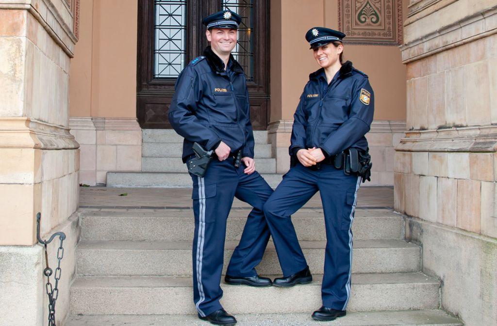 Seit Einführung der dunkelblauen Uniform vor drei Jahren hätten einige Tausend Beamte über mangelnde Qualität geklagt, so die Gewerkschaft. Foto: dpa/Sven Hoppe