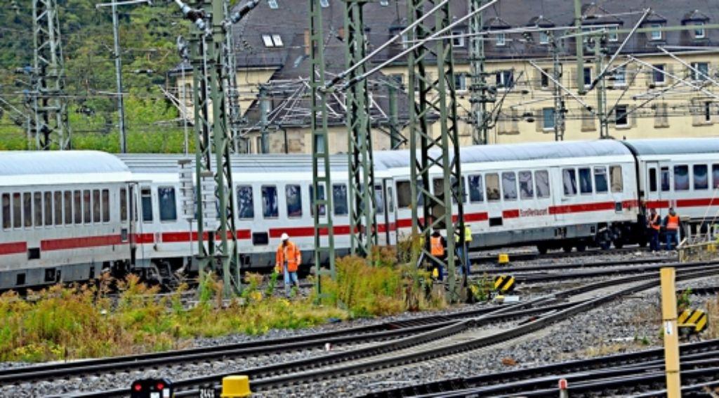 Auf einer Versuchsfahrt entgleiste ein Zug Anfang Oktober 2012 auf dem umgebauten Gleisvorfeld des Stuttgarter Hauptbahnhofs. Foto: dpa