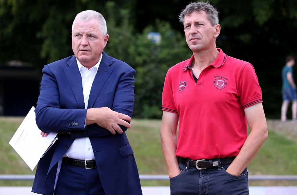 Kickers-Präsident Rainer Lorz  (links) und Martin Braun, der den Verein wohl verlassen wird. Foto: Pressefoto Baumann