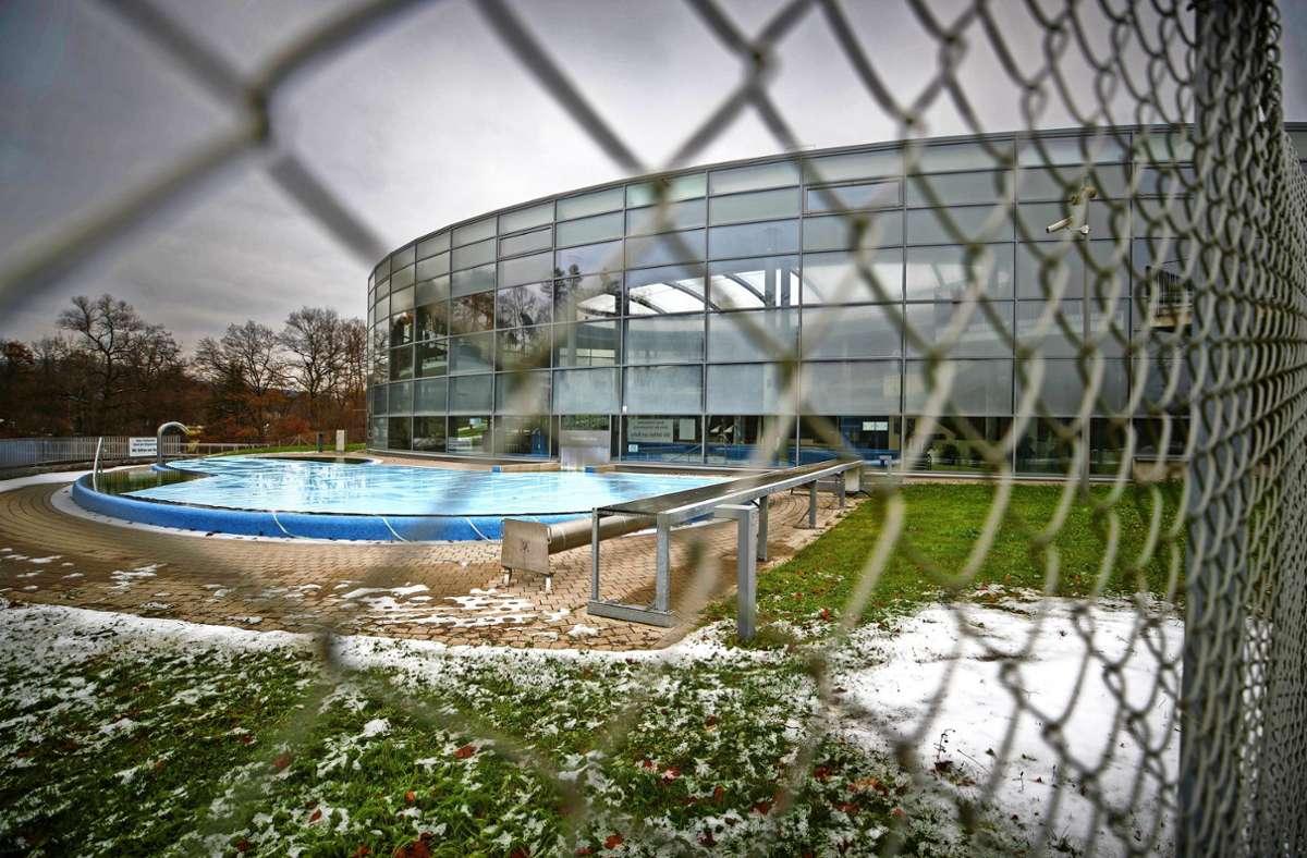 Kein Zugang: Im Backnanger Erlebnisbad bleiben vorerst die Lichter aus. Foto: Gottfried Stoppel