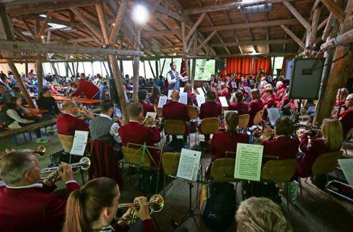 Zünftige Musik in der  Bergwaldhalle