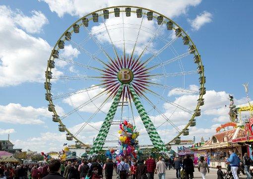 In einer Woche startet das Stuttgarter Frühlingsfest. Rund 250 Schausteller, Wirte und Marktkaufleute erwarten ab dem 16. April bis zu 1,5 Millionen Besucher auf Europas größtem Frühlingsfest, dem kleinen Wasn.  Foto: dpa