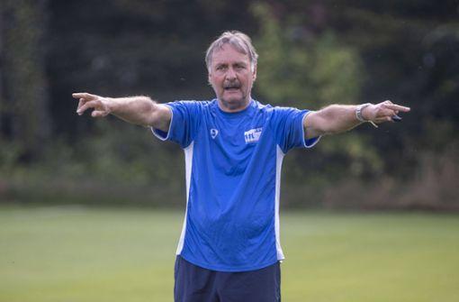 So ledert  Kulttrainer Peter Neururer gegen den  FC Schalke 04