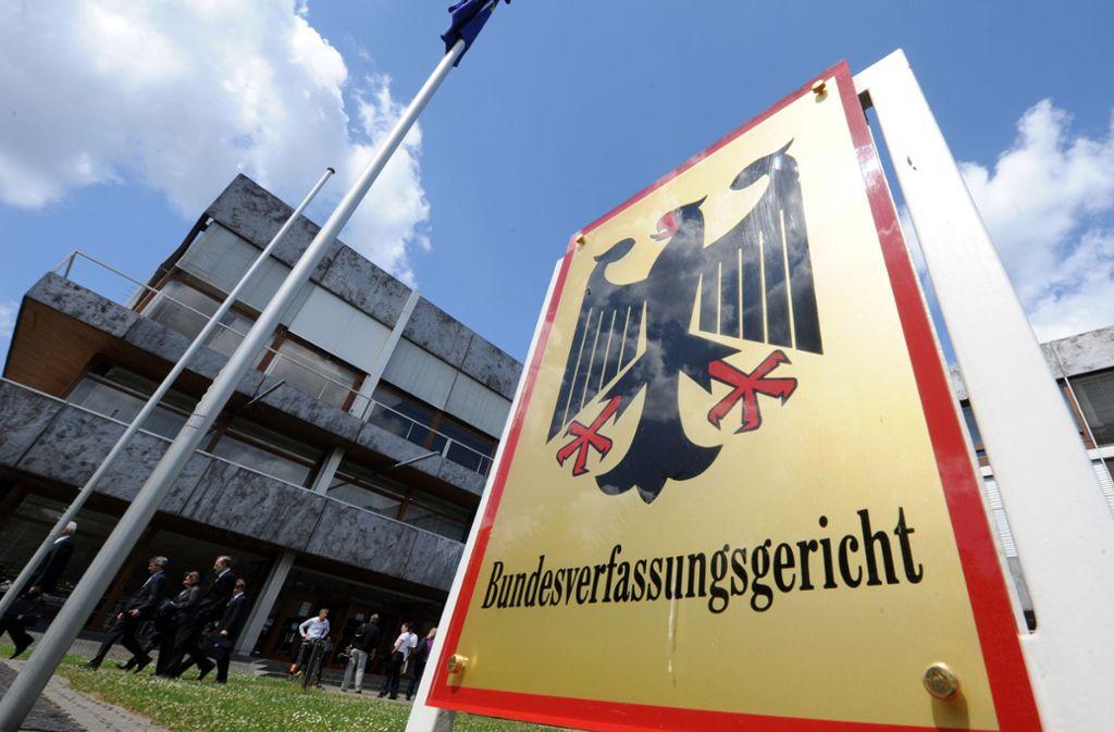 Das oberste Gericht in Karlsruhe hat über eine umstrittene Sonderregelung entschieden. (Archivbild) Foto: dpa/Uli Deck