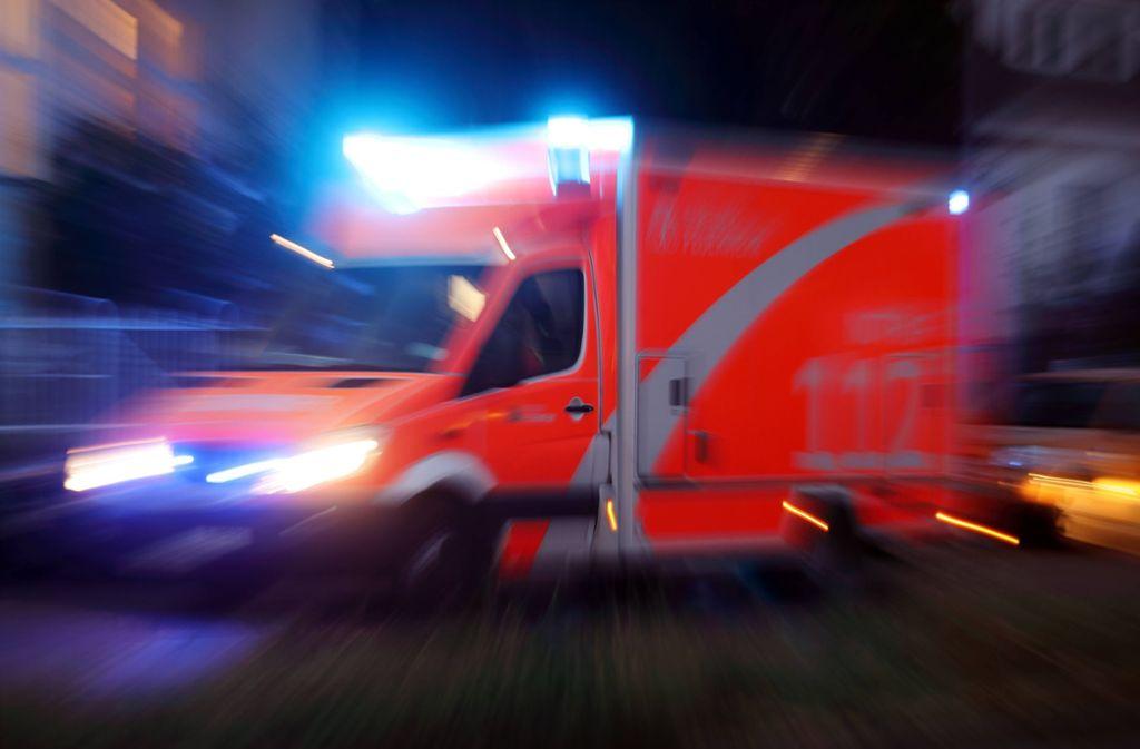 Die Frau musste in ein Krankenhaus gebracht werden. (Symbolbild) Foto: imago images/Frank Sorge/Foto: Frank Sorge via www.imago-images.de