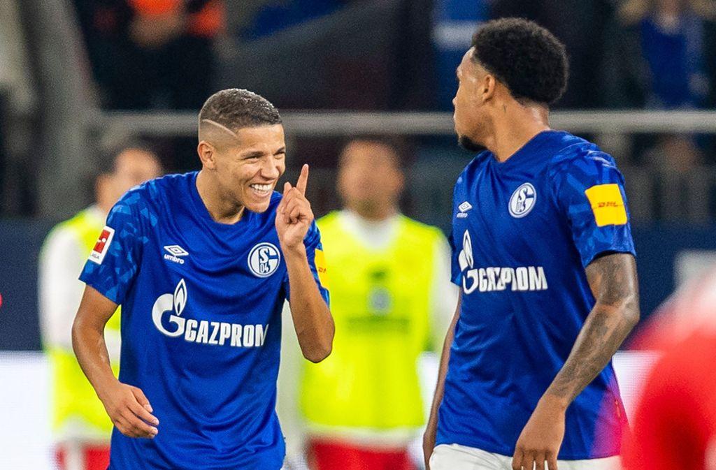 Schalkes Amine Harit (links) freute sich. Foto: dpa/David Inderlied
