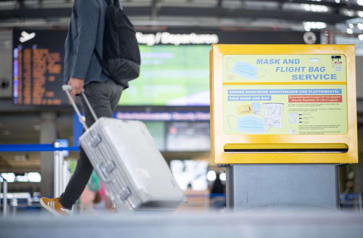 Nicht nur für den Flug gibt es in Zeiten von Corona bei Dienstreisen einiges zu beachten. Foto: dpa/Sebastian Gollnow