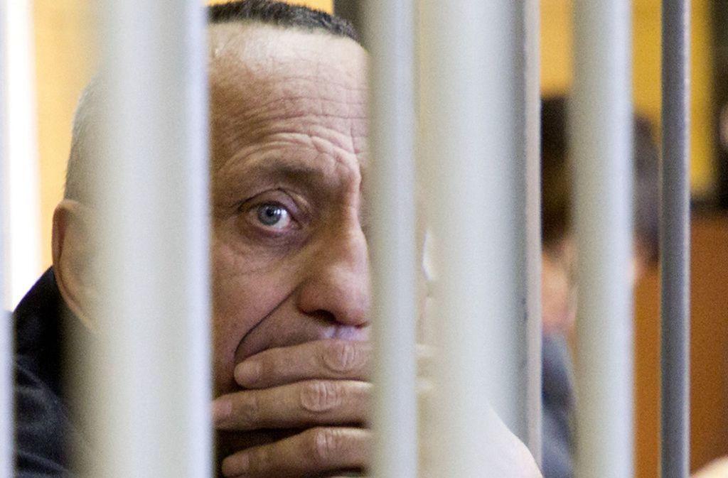 Michael Gargiulo lächelt als sein Anwalt während seines