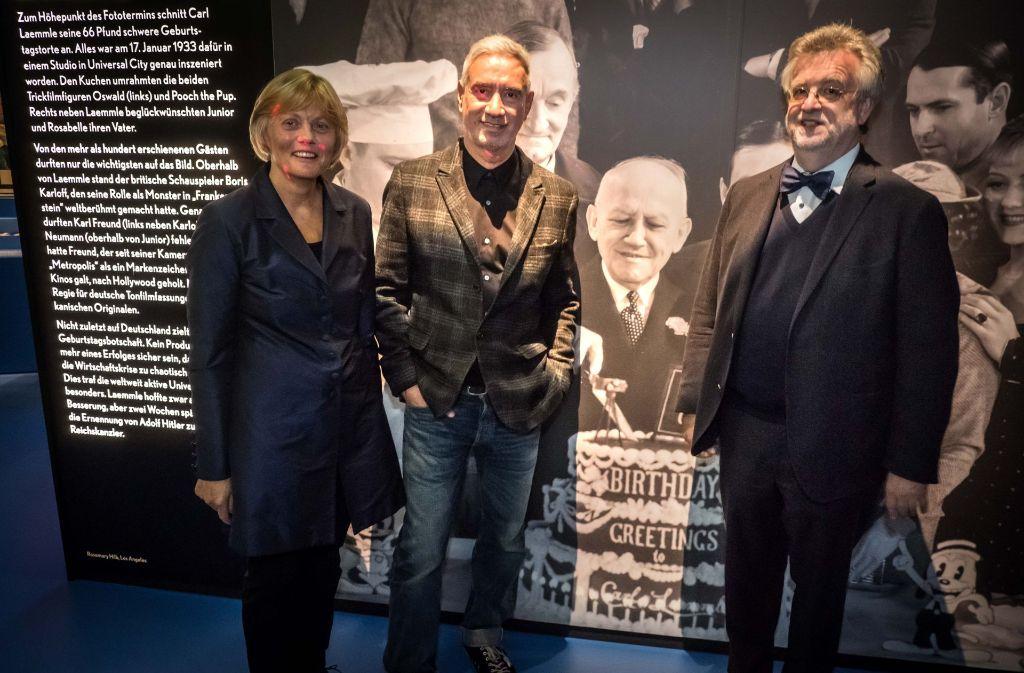 Roland Emmerich (Mitte) mit  Paula Lutum-Lenger und Thomas Schnabel vom Haus der Geschichte. Foto: Lichtgut/Achim Zweygarth