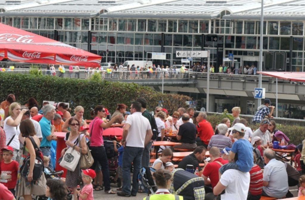 Grosses Kinderfest Mit Kofferversteigerung At Flughafen Stuttgart Stuttgart