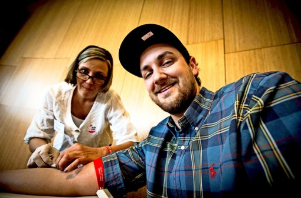 Auch der Ehemann von Eva, David Fidler, hat sich am Sonntag registrieren lassen. Foto: Lichtgut/Leif Piechowski