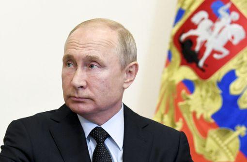 Putin feiert Unabhängigkeit – ohne Maske und Distanz