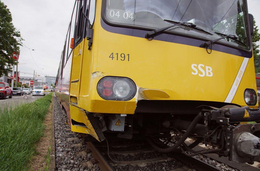 Immer wieder kommt es in Stuttgart zu Unfällen zwischen Autos und Stadtbahnen. Foto: Andreas Rosar Fotoagentur-Stuttg
