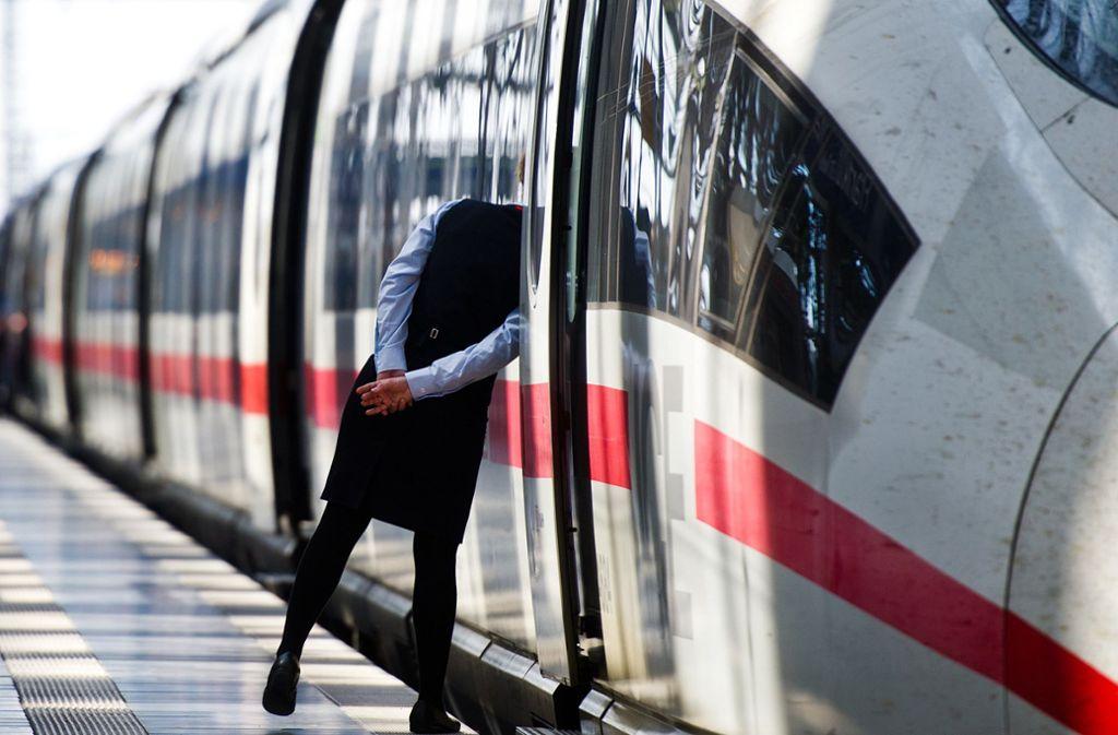 Ohne ihr Kind ist eine Familie in einen Zug in Dortmund gestiegen – der Vater bekam Panik und zog mehrmals die Notbremse (Symbolbild). Foto: dpa