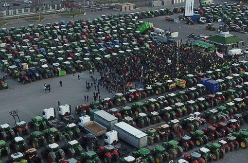 Mehr als 1000 Traktoren bringen den Verkehr zum Erliegen