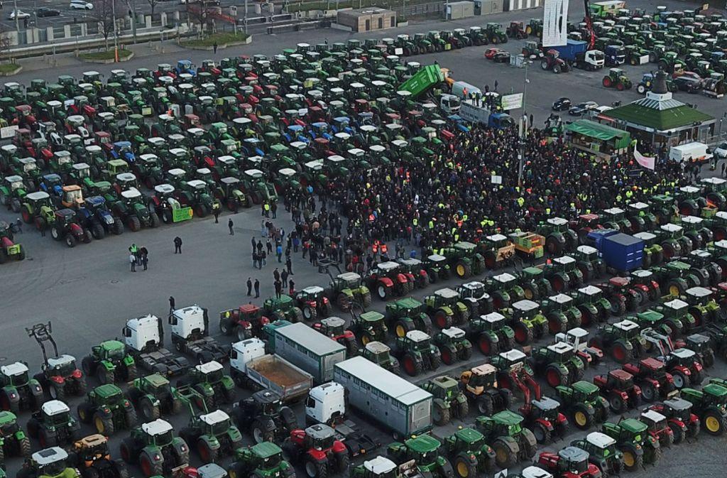 Die Bauern protestieren auf dem Cannstatter Wasen. Foto: SDMG/Kohls