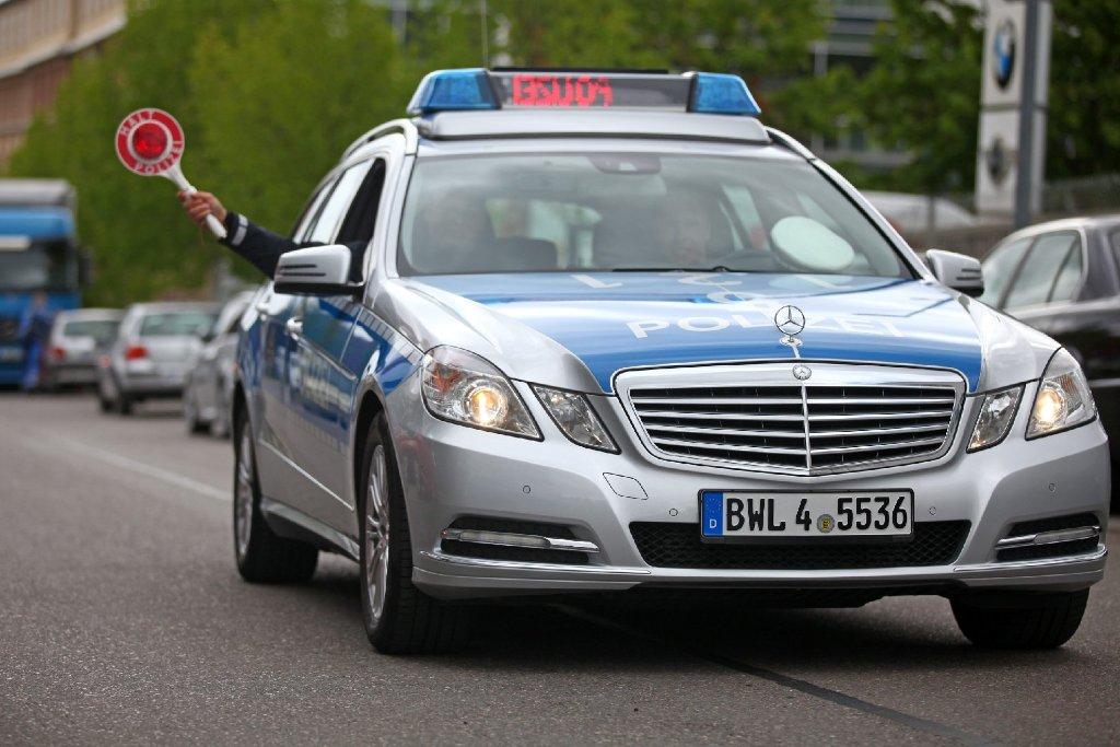 Die Streifenwagen der Stuttgarter Polizei yelpen jetzt. Foto: www.7aktuell.de | Frank Herlinger