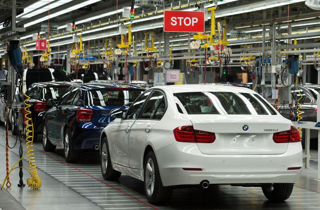 Die Produktionsbänder des BMW-Werks in Regensburg (im Bild). In München haben berauschte BMW-Arbeiter ein Fließband lahmgelegt (Foto Archiv). Foto: dpa