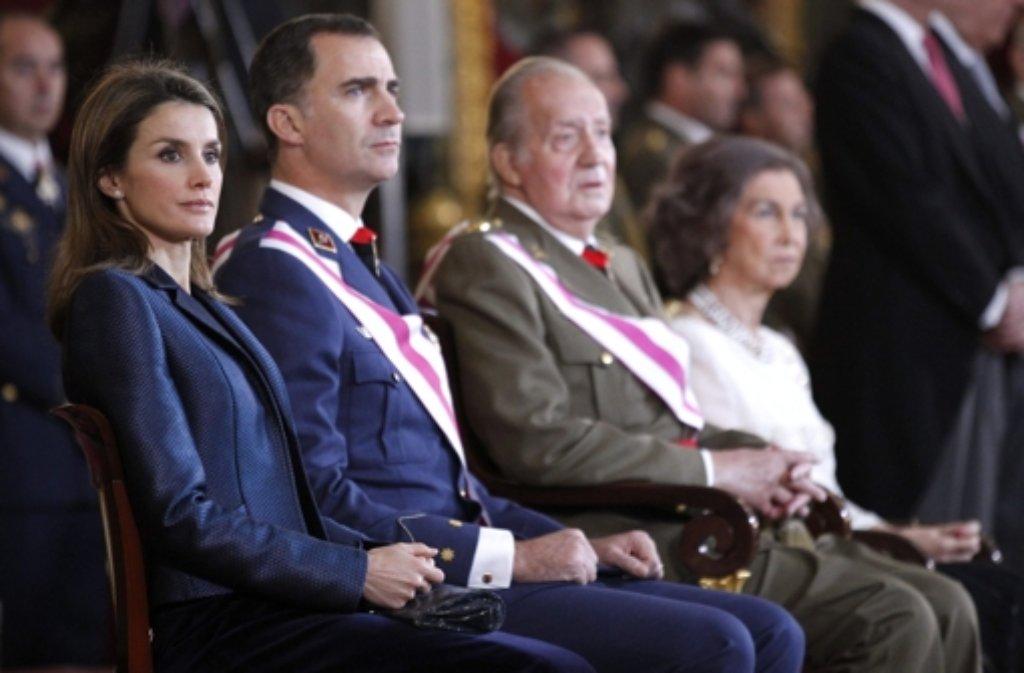 Juan Carlos von Spanien mit seiner Frau Sofía, seinem Sohn Felipe und seiner Schwiegertochter Letizia. Foto: dpa