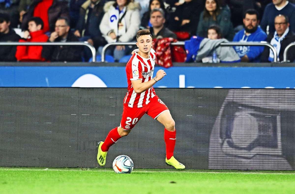 Im Trikot des FC Girona läuft es für Pablo Maffeo besser als beim VfB. Seine sportliche Zukunft ist aber noch nicht geklärt. Foto: imago//Mutsu Kawamori