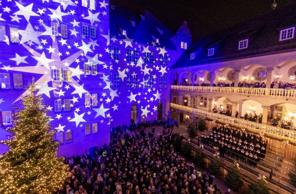 Im Innenhof des Alten Schlosses wurde der Weihnachtsmarkt eröffnet. Foto: 7aktuell.de/Marc Gruber