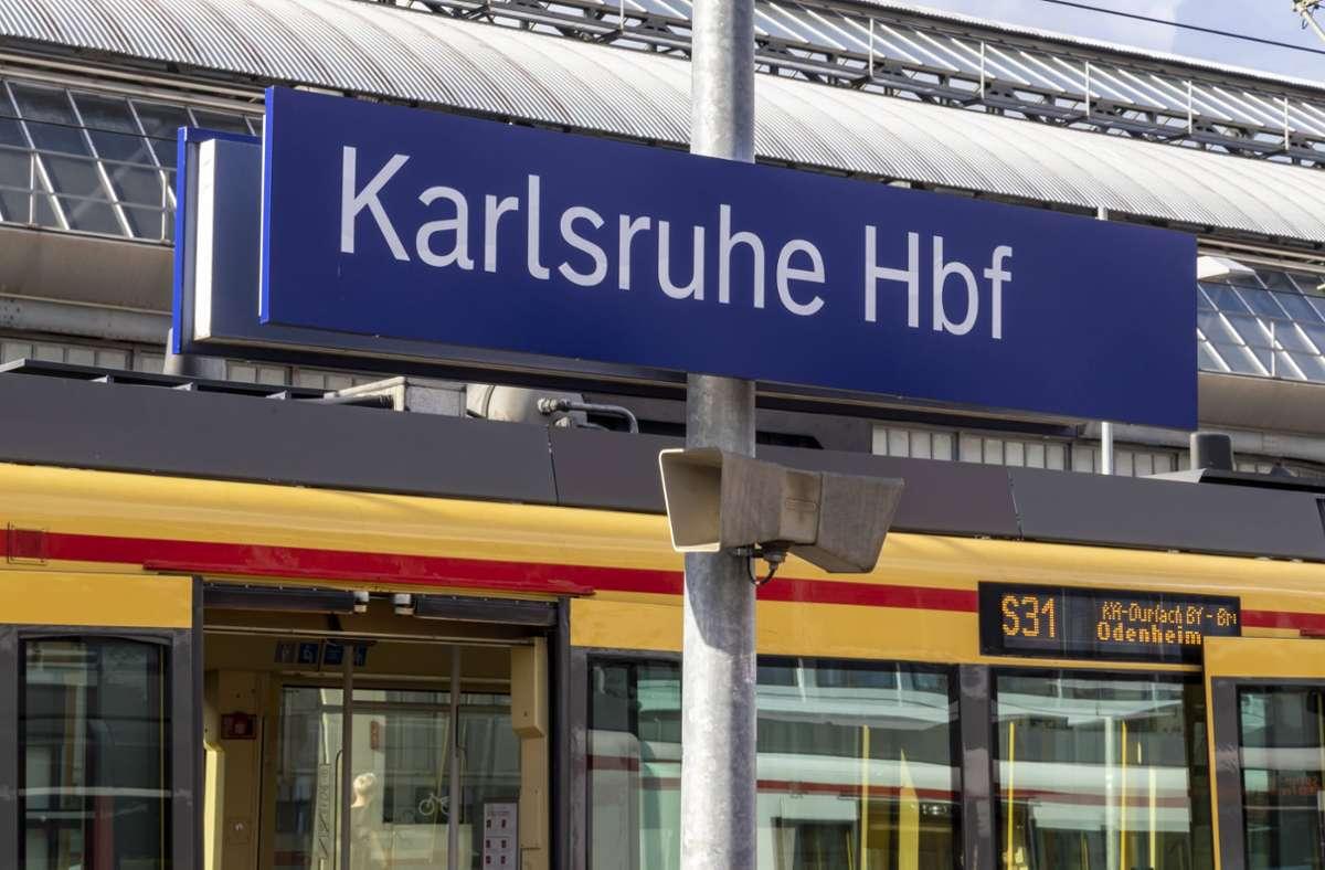 Der Vorfall ereignete sich am Hauptbahnhof in Karlsruhe. (Symbolbild) Foto: imago images/Arnulf Hettrich