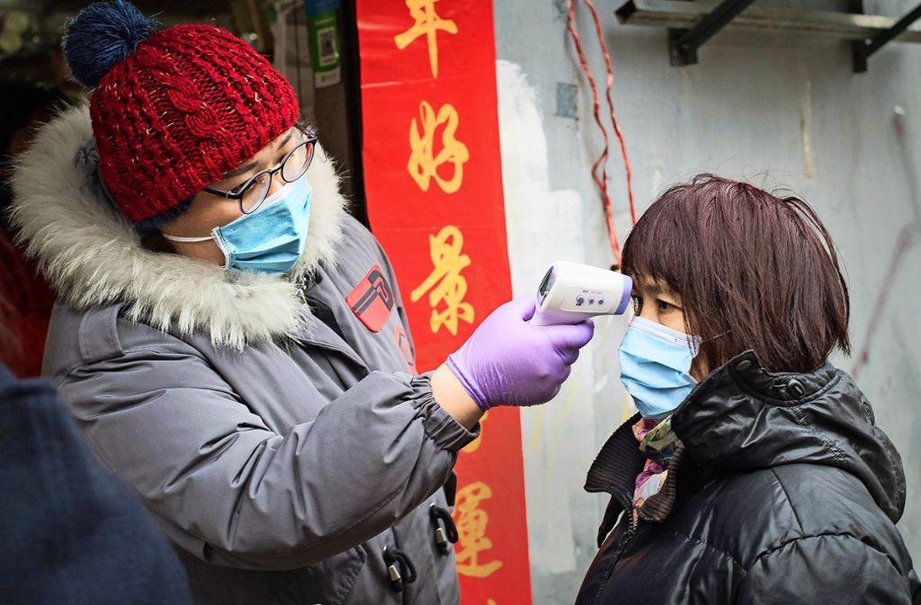 Der Mundschutz gehört in China zum normalen Erscheinungsbild – in Europa  ist er auf dem Vormarsch. Foto: dpa/Xiao Yijiu
