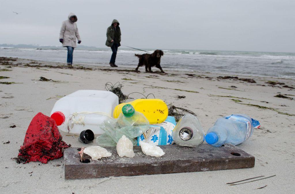 Müll am Ostseestrand: Bundesentwicklungsminister Müller will gegen Plastiktüten vorgehen. (Symbolbild) Foto: Stefan Sauer/ZB/dpa