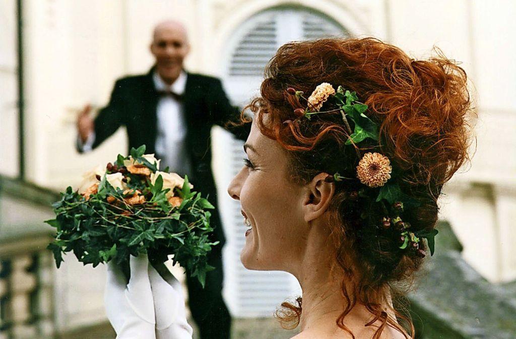 Tausende Fotos entstehen heutzutage bei einer Hochzeit. Ganz anders als früher. Foto: AP