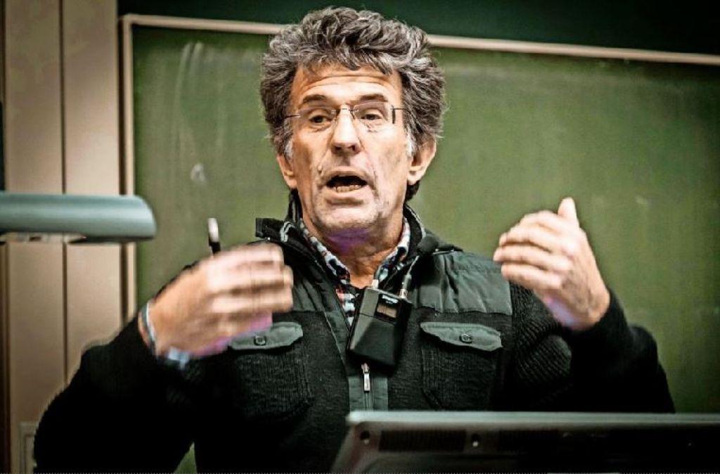 Werner Tillmetz regt sein Publikum zum Nachdenken über Elektroautos an Foto: Lichtgut/Achim Zweygarth