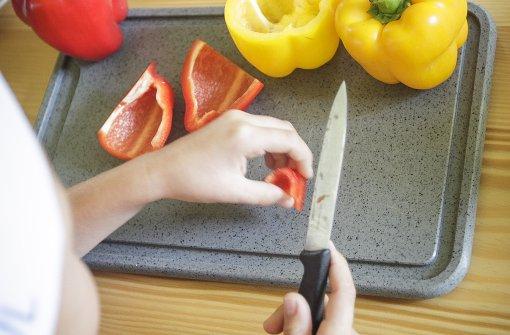 Kinder kochen für Restaurantgäste