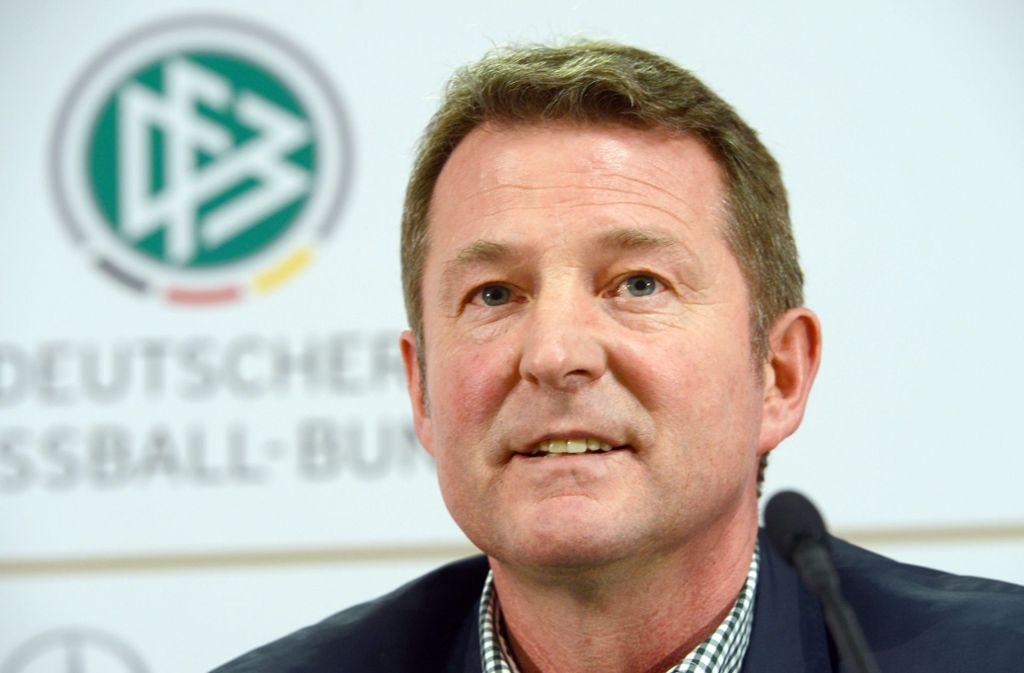 Karlheinz Förster mischt sich in die Debatte um eine mögliche Klinsmann-Rückkehr zum VfB Stuttgart ein. Foto: Arne Dedert/dpa